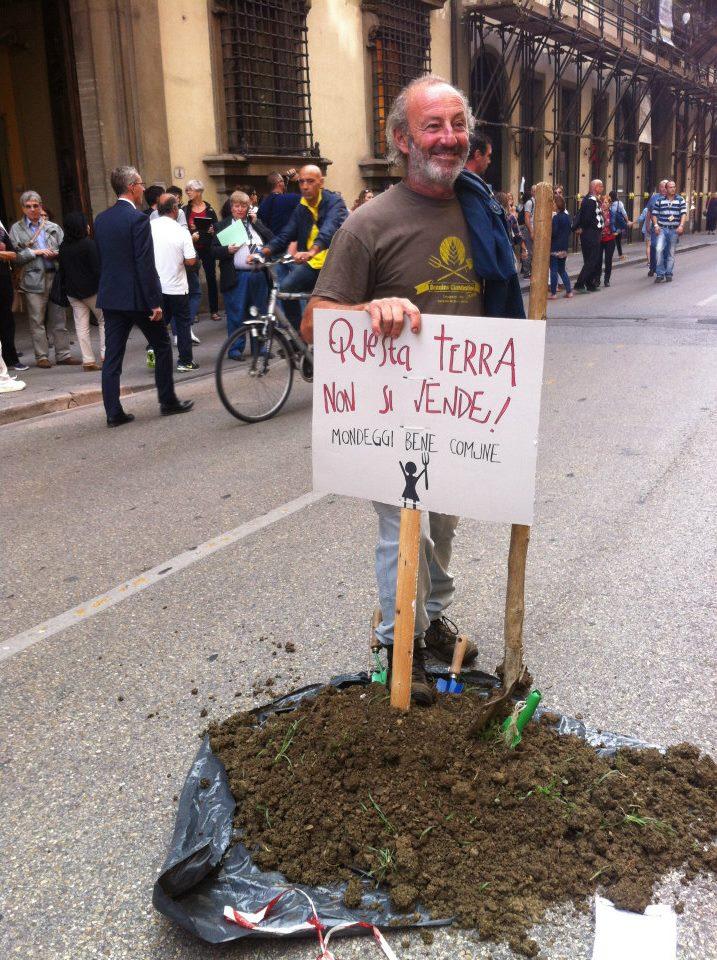 manifestazione-contro-la-vendita-di-Mondeggi